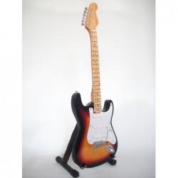 1/4 Mini guitare Fender...
